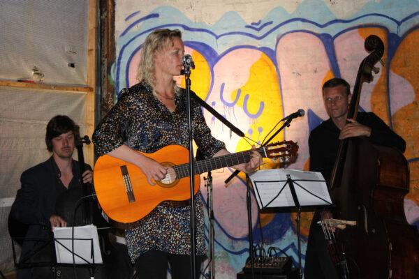 Trioen Lysrum spiller i Boesdal Kalkbrud 25. juli 2020